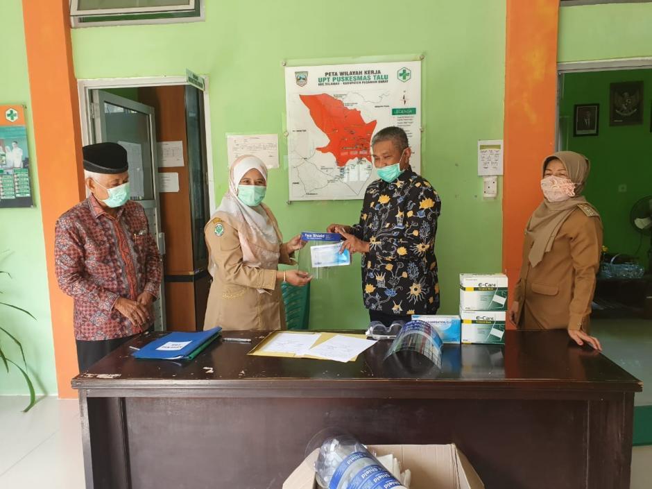 STIKBA Jambi serahkan Bantuan APD (Alat Pelindung Diri) untuk Puskesmas Talu