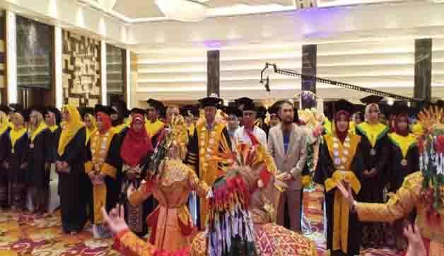 Wisuda Akbar STIKes Baiturrahim Jambi TA. 2018/2019